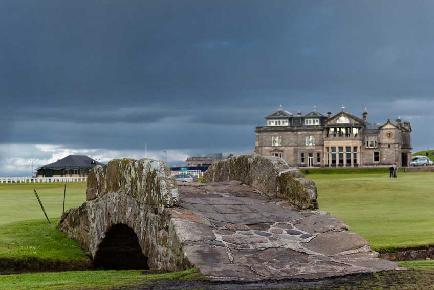 START-UP GOLF CHALLENGE_The-famous-Swilcan-bridge-on-St-Andrews-Old-Course_SFW